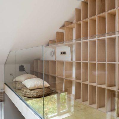 стеллаж для книг в гостиной