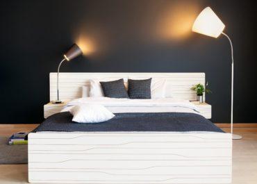 Кровать из ламинированной фанеры Paint