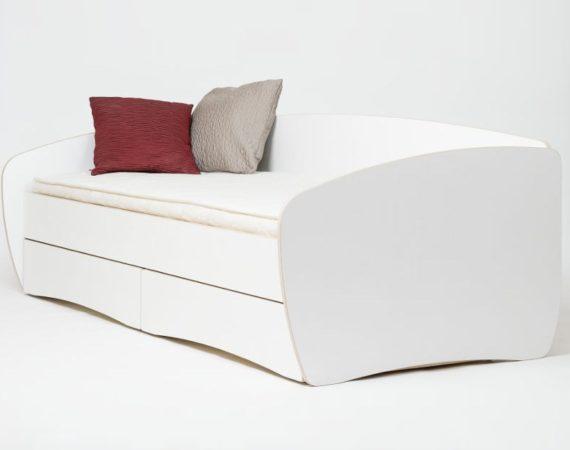 Кровать из ламинированной фанеры Cloud