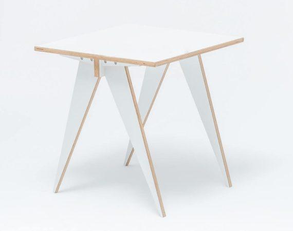 Стол из ламинированной фанеры Square