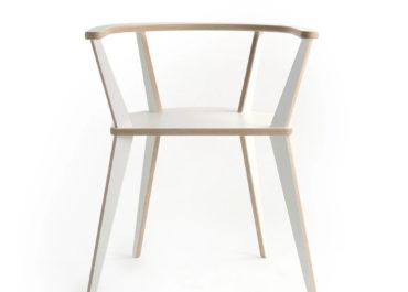 Стул из ламинированной фанеры C-chair